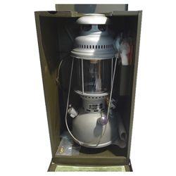 Lampa petrolejov� BW PETROMAX origin�l v plechov� p�epravn� bedn� pou�it�
